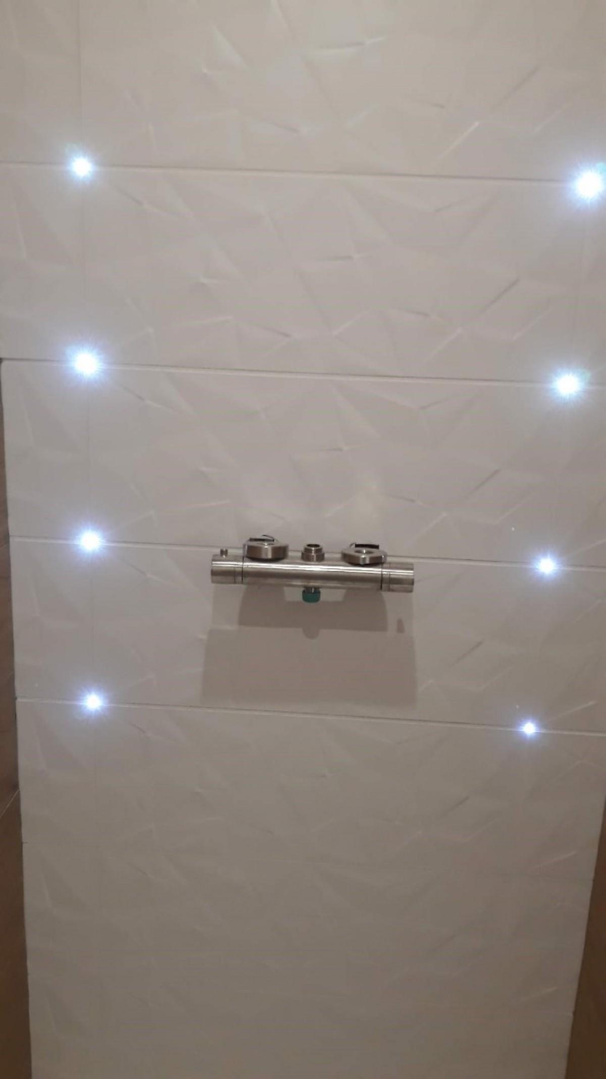 Réalisation d'une douche avec incorporation de LED dans les joints